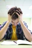 Studentv Meditation auf der Prüfung Stockfotografie
