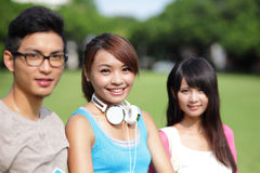 Studentverschiedenartigkeit auf Universitätsgelände Lizenzfreies Stockfoto