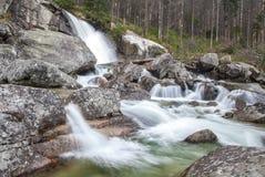 在小河Studeny potok的瀑布在高Tatras,斯洛伐克 库存图片