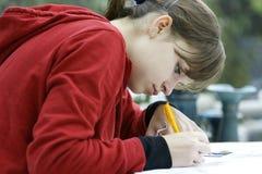 studera för flicka som är tonårs- Royaltyfria Foton