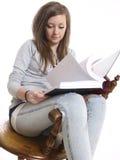 studera för flicka som är tonårs- Royaltyfri Foto