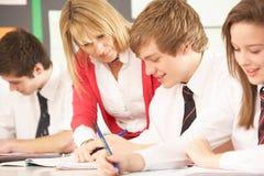 studera för klassrumdeltagare som är tonårs- Arkivbilder