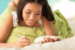 Studera för tonårs- flicka arkivfoton