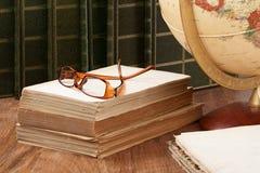 Studera historia och geografi arkivbilder