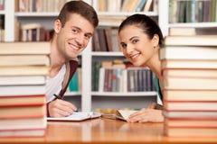 Studera tillsammans. Royaltyfri Foto