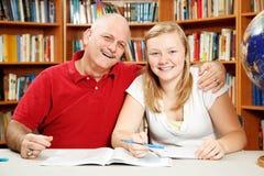 Studiando con il papà Fotografie Stock Libere da Diritti