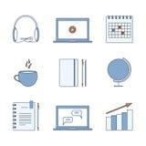 Studiando, imparando, distanza ed icona online di istruzione Linea sottile insieme di elementi Vettore Fotografia Stock