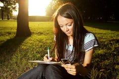 Studie im Park Lizenzfreies Stockfoto