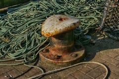 Studie van Marine Rope en Meertrosmeerpaal royalty-vrije stock foto's