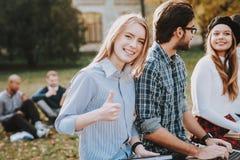 Studie zusammen Gute Stimmung notizbücher Freundschaft lizenzfreies stockfoto