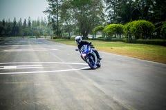 Studieflyttning och drev som är grundläggande för motocycle Fotografering för Bildbyråer