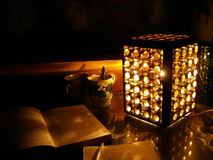 Studieren in der Dunkelheit Stockbilder