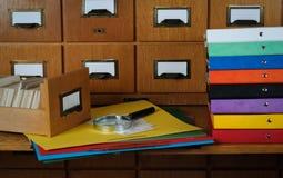 Studieren in einer Bibliothek stockfoto