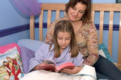 Studio 2 della bibbia di ora di andare a letto Fotografia Stock Libera da Diritti