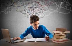 Studio con il computer ed i libri Fotografie Stock