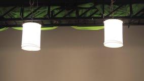 Studio, das helle Zeltausrüstung hängt Stockfotos