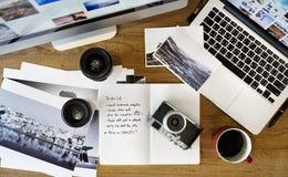 Studio de conception de photographie de Tablette de Digital éditant le concept photographie stock libre de droits