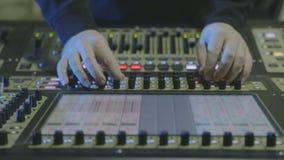 Studio de mélange de musique professionnelle banque de vidéos