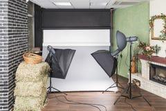 Studio de photo avec l'équipement de foudre Image libre de droits