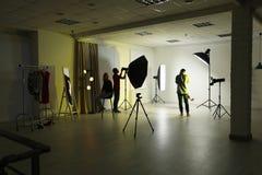 Studio de photo avec l'équipement professionnel photos stock