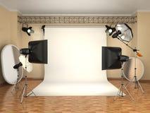 Studio de photo avec le matériel d'éclairage Flashes, softboxes et référence Images stock