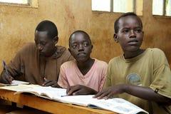 Studio dei bambini alla scuola etiopica Immagini Stock