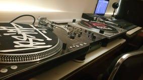 Studio del DJ Piattaforma girevole della vecchia scuola Immagini Stock