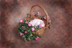 Studio del fotografo del cestino floreale di fantasia impostato (cliente isolato inserto) Fotografia Stock Libera da Diritti