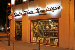 Studio della foto a St Etienne di notte, la Francia Fotografie Stock Libere da Diritti