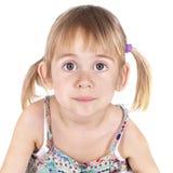Studio des kleinen Mädchens geschossen auf weißem Hintergrund Stockfoto