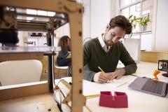 Studio di progettazione di Drawing Sketch In 3D del progettista Immagine Stock