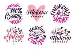 Studio di trucco e vettore Logo Set di corsi Illustrazione dei cosmetici Illustrazione dell'iscrizione Immagine Stock Libera da Diritti