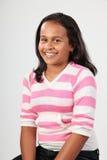studio för skola för stående för flicka för person som tillhör en etnisk minoritet 11 lycklig Arkivbilder