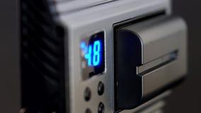 Studio führte helle Rückplatte mit Digitalanzeige stock video
