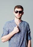 Studio fashion shot: handsome young man wearing shirt and sunglasses Royalty Free Stock Photos