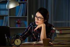 Studio femminile annoiato dello studente di college Immagine Stock Libera da Diritti