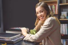 Studio femminile dello studente di college Fotografia Stock Libera da Diritti