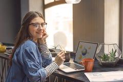 Studio femminile dello studente di college Immagine Stock