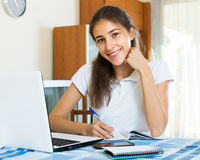 Studio femminile felice dello studente di college Immagini Stock