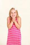 Studio geschossen vom kleinen blonden Mädchen Stockbild