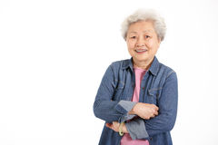 Studio geschossen von der chinesischen älteren Frau Stockbild