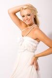 Studio geschossene junge blonde Frau Stockbild
