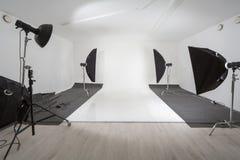 Studio med fotografisk utrustning Royaltyfria Bilder