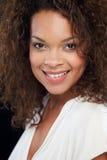 Studio-Porträt der Schönheit gegen schwarzen Hintergrund Lizenzfreies Stockfoto