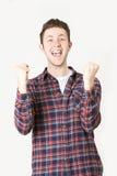 Studio-Porträt des Mannes mit glücklichem Ausdruck stockfotografie