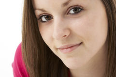 Studio-Portrait der lächelnden Jugendlichen Stockfoto