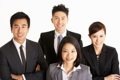 Studio-Portrait des chinesischen Geschäfts-Teams Stockfotografie