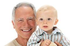 Studio-Portrait des großväterlichen Holding-Enkels lizenzfreie stockfotos