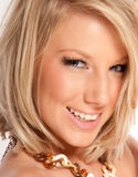 Studio-Portrait einer schönen blonden Frau Stockfotografie
