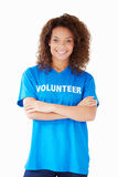 Studio-Porträt des Frauen-tragenden freiwilligen T-Shirts Stockfotos
